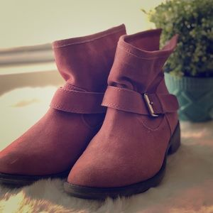 Adorable Pink 💕 Booties NEW!! 💕 SIZE 7.5